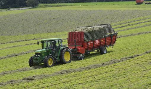 Lely Tigo S Profi; crop-friendly loading of large volumes of grass